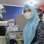 Ketua TP-PKK Aceh Terima Vaksinasi Dosis Pertama