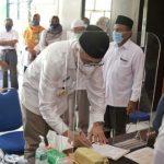 Gubernur Nova Bersama Istri Tunaikan Kewajiban Zakat di Baitul Mal Aceh