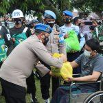 Bidpropam Polda Aceh bersama POM TNI Serahkan Bansos Paket Sembako
