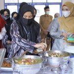 Dyah Erti Idawati Nikmati Meugang Bersama Remaja Binaan Dinas Sosial Aceh