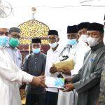 Kadinsos Aceh Serahkan Sumbangan ASN untuk Masjid di Aceh Utara