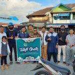 Jelang Berbuka Puasa, Sejumlah Pemuda Wilayah Kota Sinabang Bagi Takjil Gratis