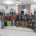 Perangkat Desa Gampong Pie Santunani Anak Yatim dan Serahkan Bantuaan Al Qur'an
