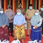 Gubernur Nova Buka Pasar Murah di Aceh Singkil