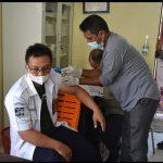 Kapten dan Para ABK Kapal Ferry Teluk Singkil di Suntik Vaksin