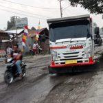 Lintasan Jalan Klambir 5 Hamparan Perak Rusak Parah