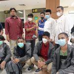 Kepala Dinas Kelautan dan Perikanan Aceh bersama Dinsos Jemput Kepulangan 4 Nelayan di Bandara SIM