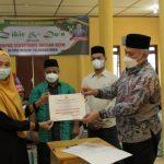 Sekda Serahkan Piagam Penghargaan Capaian Vaksin Kepada Tiga SMA di Gayo Lues